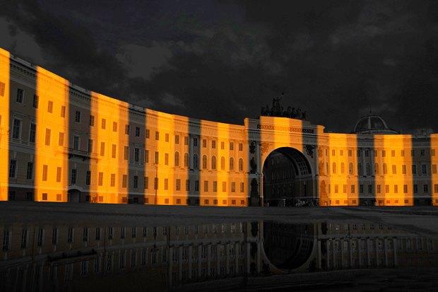 На ночь глядя: 12 проектов подсветки Главного штаба. Изображение № 63.