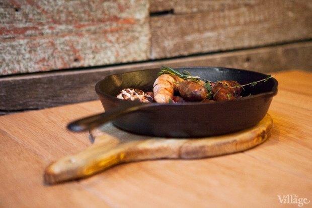 Домашние колбаски из баранины с капустой и соусом из сладкой горчицы — 369 рублей. Изображение № 38.