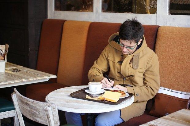 В «Буше» теперь можно отправить открытки силлюстрациями петербургских художников. Изображение № 7.