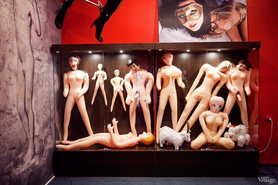 Люди в городе: Первые посетители музея эротики. Изображение № 15.