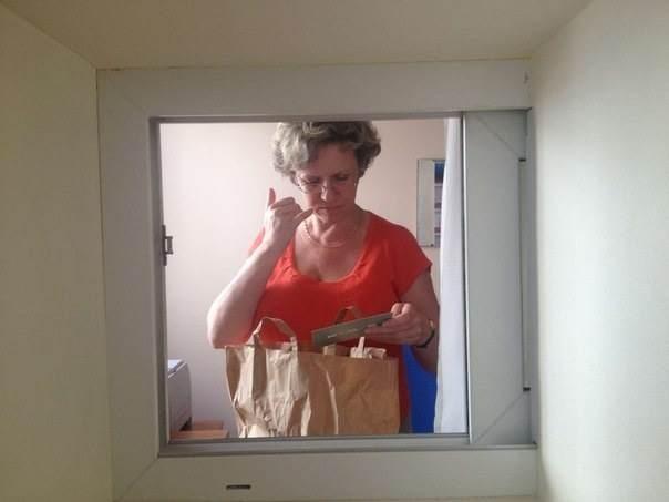 Окно в 4-м подъезде Смольного для обращений горожан. Изображение № 4.