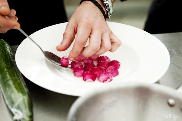 Omnivore Food Festival: Илья Шалев и Алексей Зимин готовят три блюда из редиса и черемши . Изображение № 13.