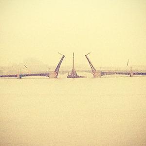 Дворцовый мост впервые развели на все выходные. Изображение № 1.