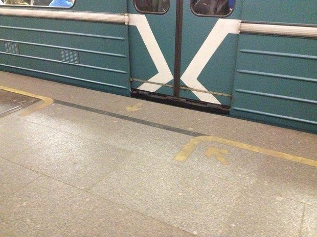 На станциях Кольцевой ветки метро появится напольная навигация. Изображение № 1.