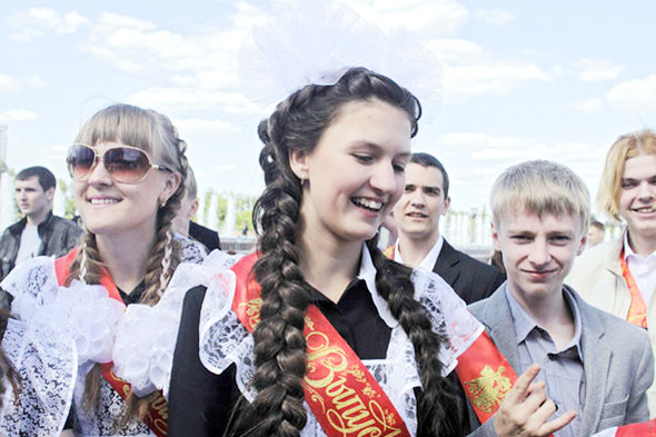 Фоторепортаж: «Последний звонок» в Москве. Изображение № 6.
