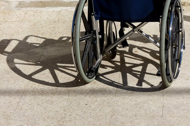 Инвалиды-колясочники—  ожизни вроссийских городах . Изображение № 3.
