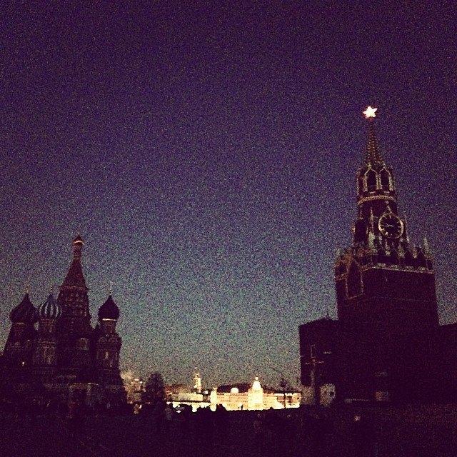 Акция «Час Земли» вМоскве вснимках Instagram. Изображение № 24.