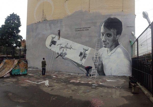 Портрет скейтбордиста ТониХоука наВведенской улице. Изображение № 1.
