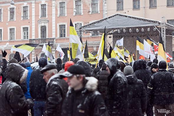 Два санкционированных митинга в Петербурге собрали 2 500 человек. Изображение № 35.