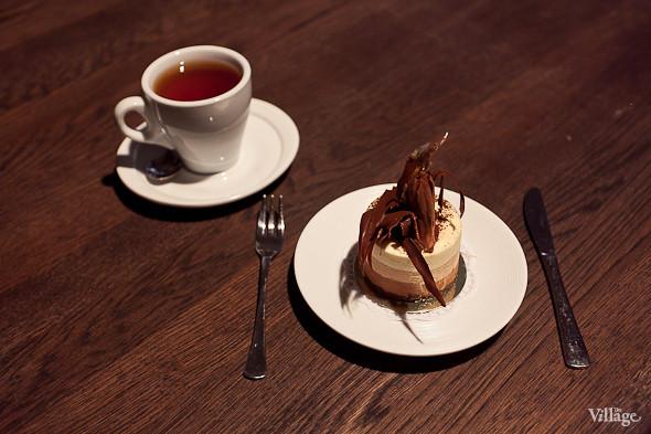 Пирожное «Три шоколада» — 220 рублей. Изображение № 47.