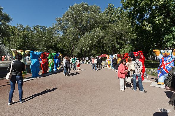 В Александровском саду выставили медведей United Buddy Bears. Изображение № 1.
