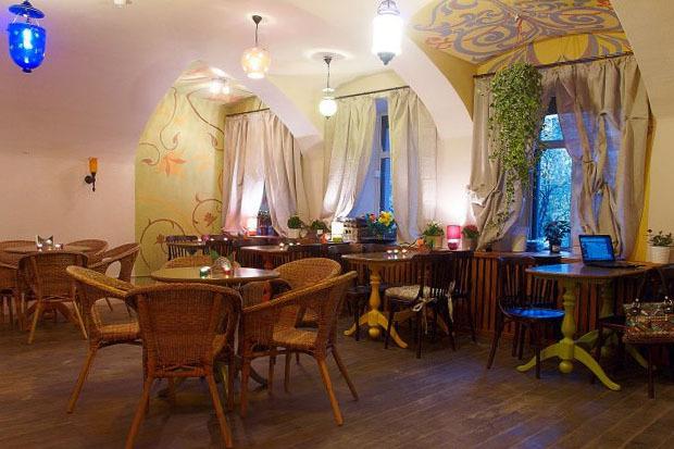 На Казанской открылось вегетарианское кафе с сейтаном. Изображение № 1.