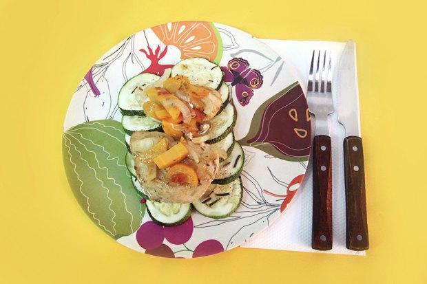 Куриная грудка в маринаде с тимьяном и печеным картофелем с розмарином. Изображение № 1.