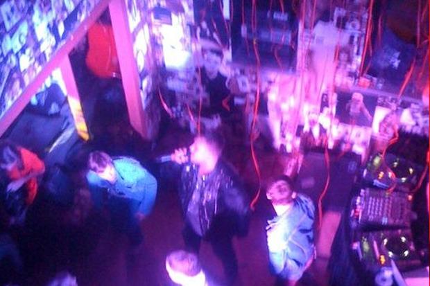 На канале Грибоедова открылся клуб группы «Руки вверх». Изображение № 8.