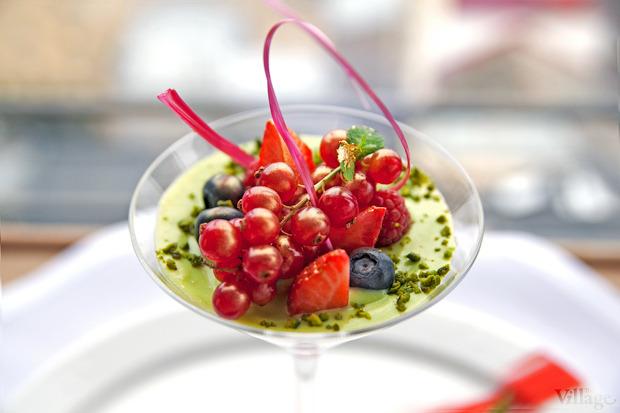 Сицилийская панна-котта с ягодами и фисташковым соусом, 200 г — 89 грн. . Изображение № 26.