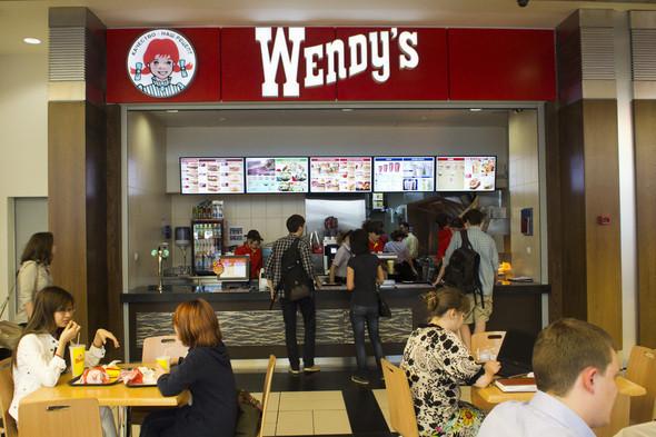 Изображение 2. В Москве открылась первая закусочная Wendy's.. Изображение № 3.