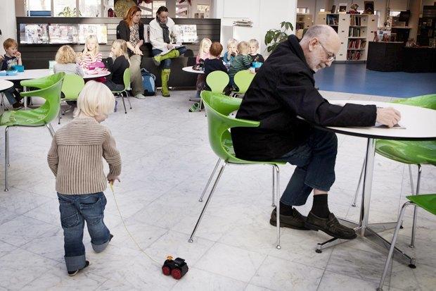 Директор датской библиотеки— отом, зачем избавляться от книг. Изображение № 4.