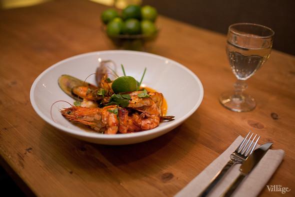 Зеленые мидии, филе трески, дорады, лосося и желтохвостика в соусе наполи со сливками и шафраном. Изображение № 27.