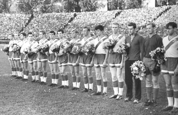 Киевское «Динамо» на стадионе, фото 1960 года. Изображение № 23.