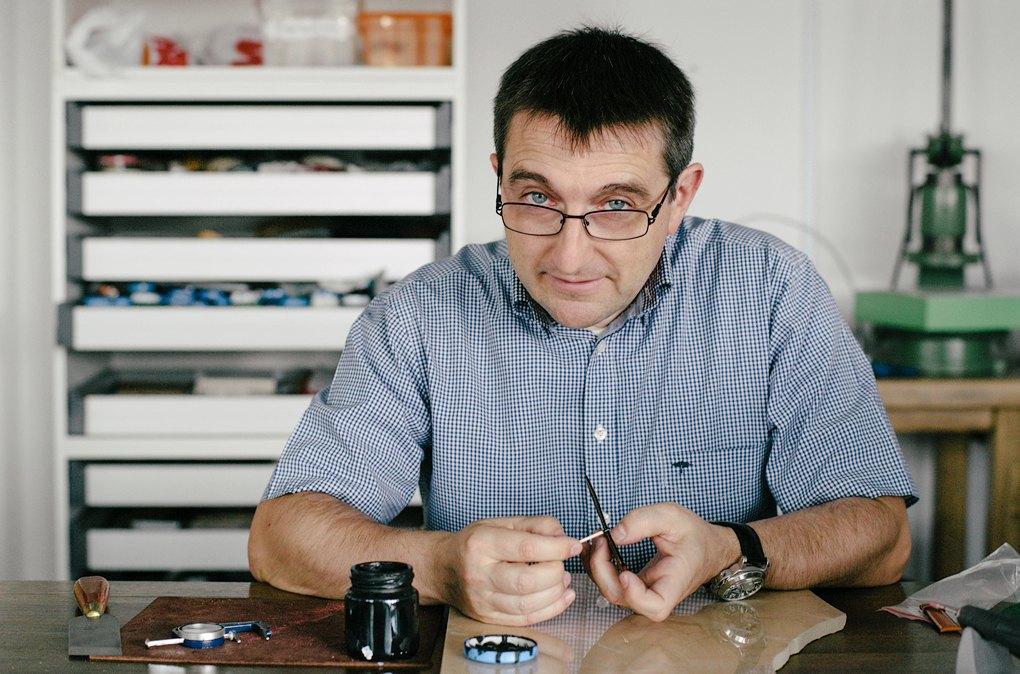 «Марсель Роберт»: Как семейная пара поставляет чехлы для айфона в re:Store и скайшопы. Изображение № 1.