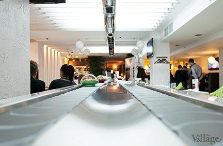 На Крещатике открылся ресторан с суши-конвейером. Изображение № 3.
