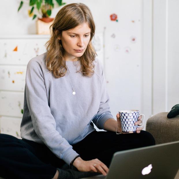 Дизайнер интерьера Мария Плешакова у себя в гостиной — Комната на Wonderzine