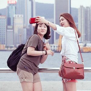 «Self Promenade»: Любители селфи в Гонконге — Фотопроект на Wonderzine