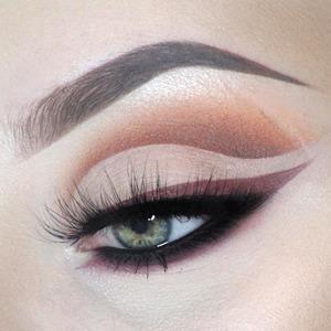 Немного голой кожи: Интересный способ освежить макияж