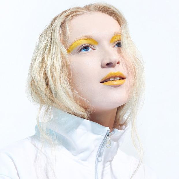 Как носить яркие тени: 6 вариантов макияжа — Красота на Wonderzine
