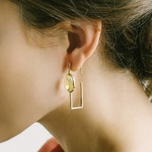 Лаконичные серьги с янтарём российской марки Ambery — Вишлист на Wonderzine
