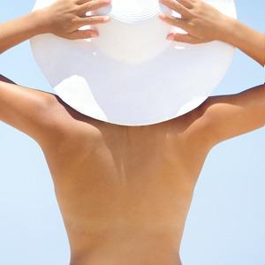 Вредно ли загорать топлес — Здоровье на Wonderzine