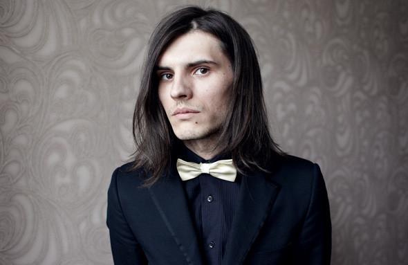 Гардероб: Андрей Толстов, модель, сотрудник магазина «КМ20» — Гардероб на Wonderzine