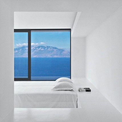 Вилла в Греции,  вдохновленная  Ивом Кляйном — Eye Candy на Wonderzine
