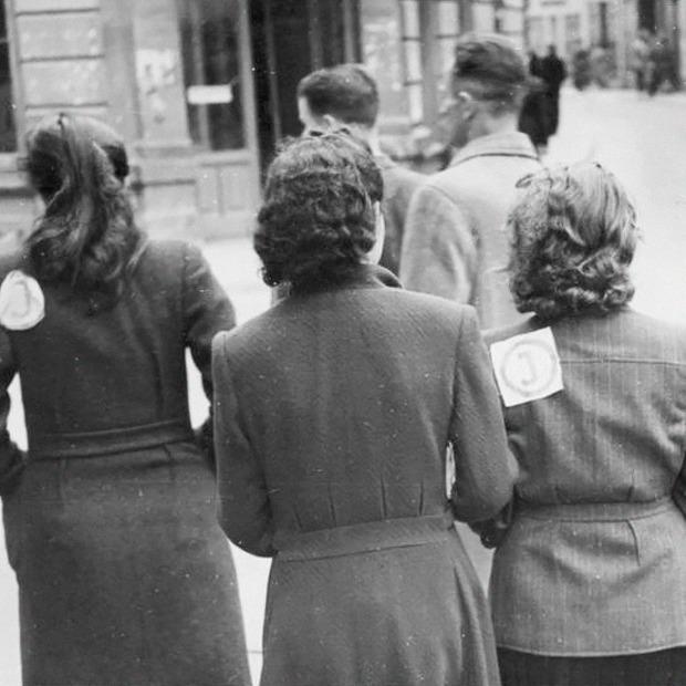 «Почувствовать себя человеком»: Истории женщин, которых не сломил Холокост — Героини на Wonderzine