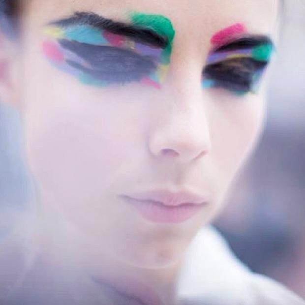 Как повторить самый яркий макияж  парижской Недели моды