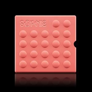 Альбом Sophie с силиконовым «продуктом»