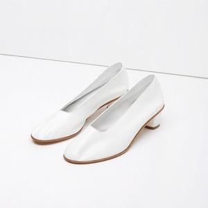 Туфли на небольшом каблуке: Возвращение сдержанности — Тенденция на Wonderzine