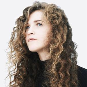 Новое имя: Поп-певица с большими амбициями Рэй Моррис — Музыка на Wonderzine