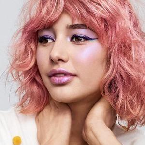 Лавандовый в макияже: Ещё один приём из 2000-х на пике моды — Тенденция на Wonderzine