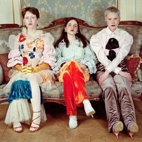 Съёмка Юлдус Бахтиозиной для Naya Rea по мотивам пьесы «Три сестры» — Eye Candy на Wonderzine