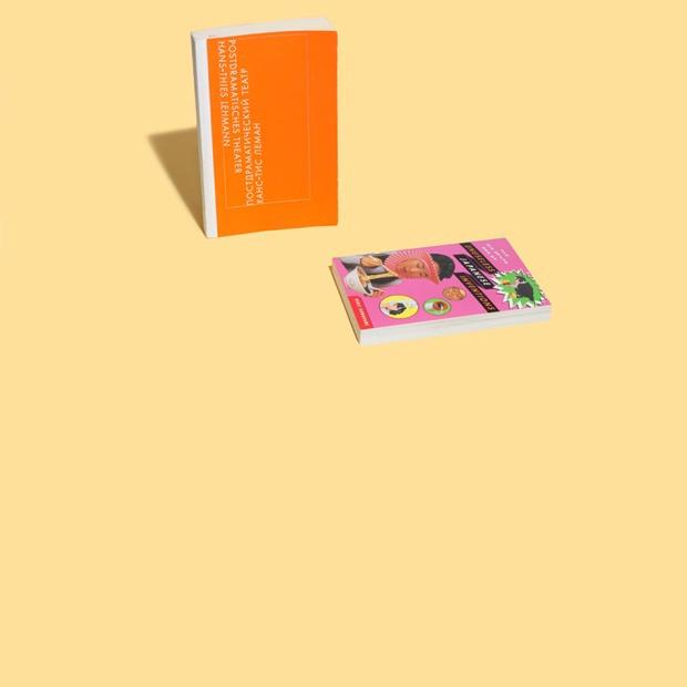 Сценограф Галя Солодовникова  о любимых книгах — Книжная полка на Wonderzine