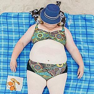 «Зона комфорта»:  Расслабленные люди на пляже