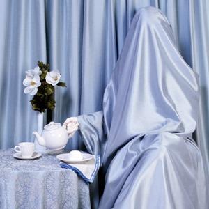 «Задрапированные»:  Женщины, поглощенные домом — Фотопроект на Wonderzine