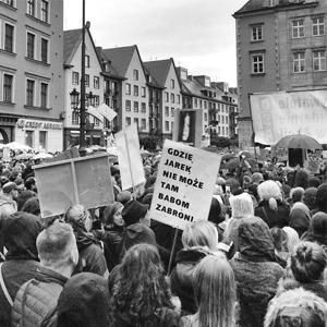 «Моё тело — моё дело»: Участницы #CzarnyProtest о запрете абортов в Польше — Жизнь на Wonderzine