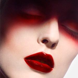 Цвет сезона: Красный на глазах, бровях и губах — Тенденция на Wonderzine