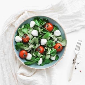 10 легких, но сытных  летних салатов — Еда на Wonderzine