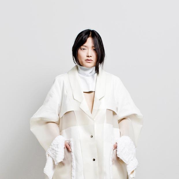 Объемные пальто и топы из ПВХ Crosenbrook — Новая марка на Wonderzine