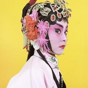 «Opera»: Студенты Пекинской оперы  в традиционных костюмах — Фотопроект на Wonderzine