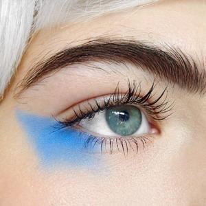 На кого подписаться: Визажистка Би Свит и её яркие графичные макияжи  — Красота на Wonderzine