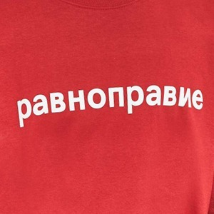 Свитшот Urban Outfitters с актуальной надписью — Вишлист на Wonderzine